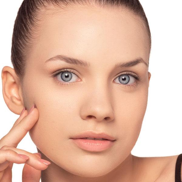 Le dernier regard sur l'astuce de maquillage pour couvrir les peaux à imperfections