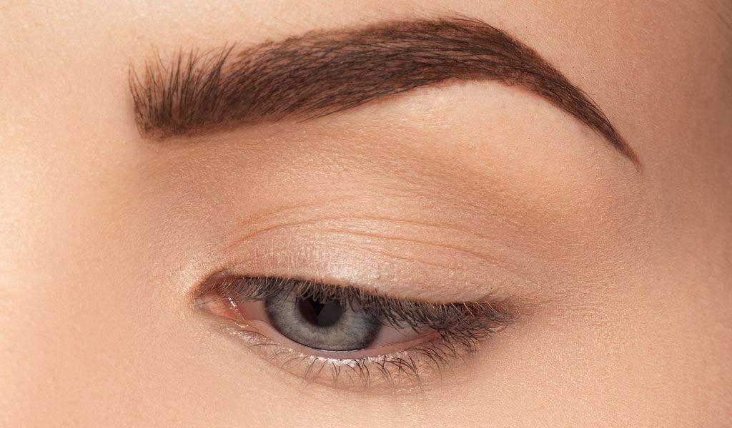 Effet avant et après avec l'embout de maquillage Cut Crease