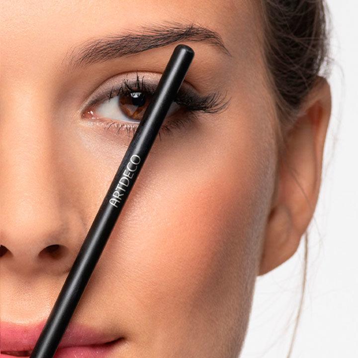 Der höchste Punkt der Braue wird mit Hilfe eines Stifts ermittelt
