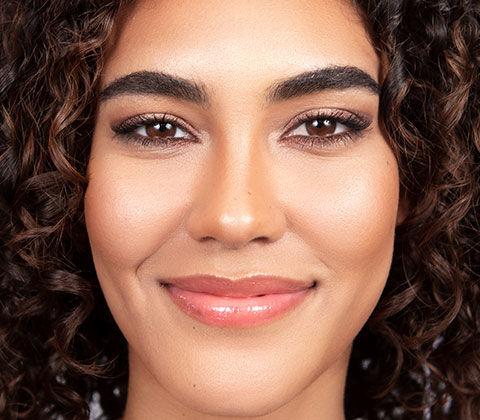 Vorher und Nachher-Effekt beim Schminktipp Glowy Bronze Make-up