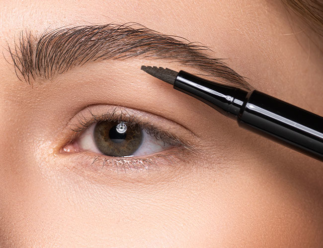 Augenbrauen werden geformt